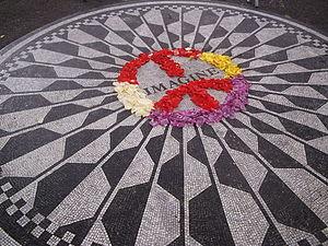 Italiano: Memorial di John Lennon, negli Straw...