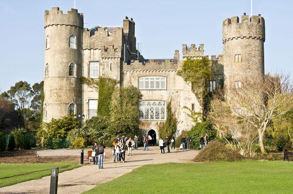 Malahide Castle - Wikipedia