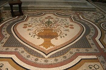 Mosaïque du sol dans le choeur de Notre Dame d...