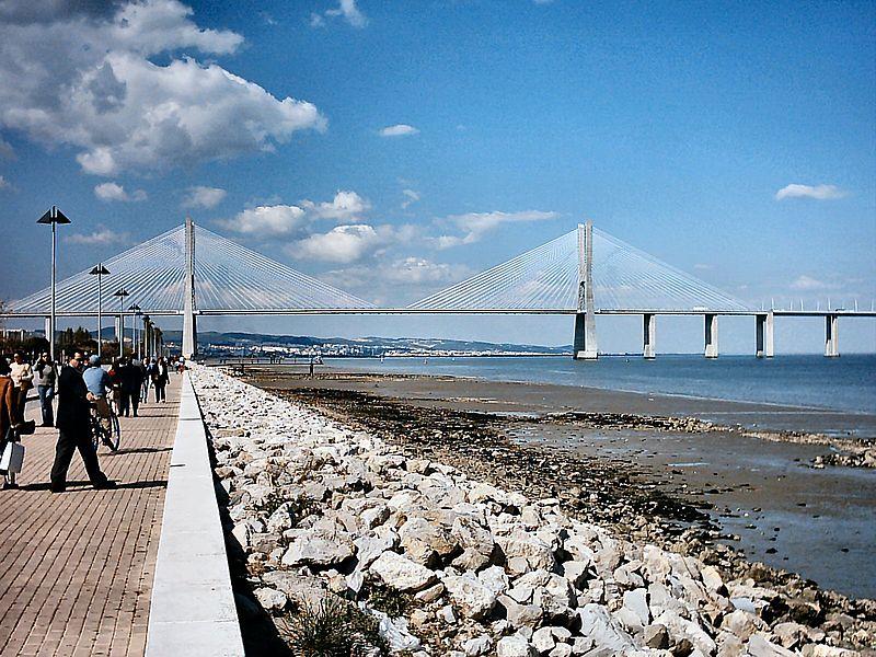 Archivo:Ponte Vasco da Gama Portugal.jpg