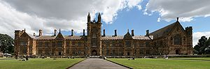 English: Main Building and Great Hall of The U...