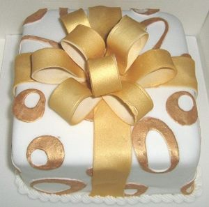English: Present Cake with Sugar Bow