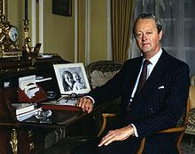 11th Duke of Marlborough Allan Warren.jpg