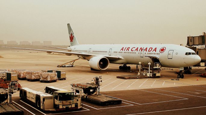 AIR CANADA BOEING 777-300 AT BEIJING CAPITAL AIRPORT CHINA OCT 2012 (8216560635)