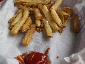 Pommes frites med ketchup