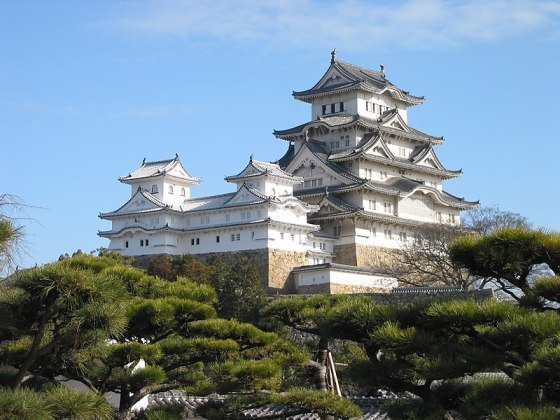 Ficheiro:Himeji Castle The Keep Towers.jpg