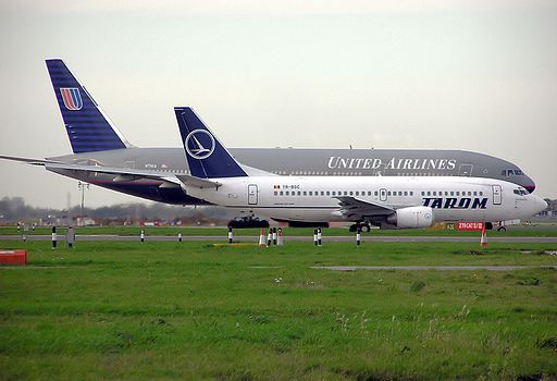 Tarom Boeing 737 and United Airlines Boeing 777 at Heathrow