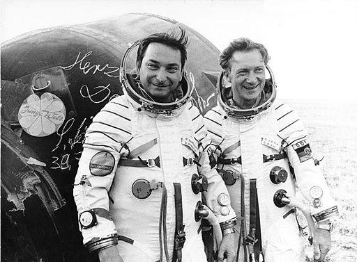 Bundesarchiv Bild 183-T0905-107, Landung der Kosmonauten Bykowski und Jähn