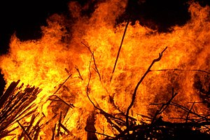 English: Large Bonfire, arson