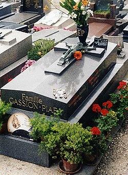 La tumba de Édith Piaf en el cementerio de Père Lachaise de Par�s