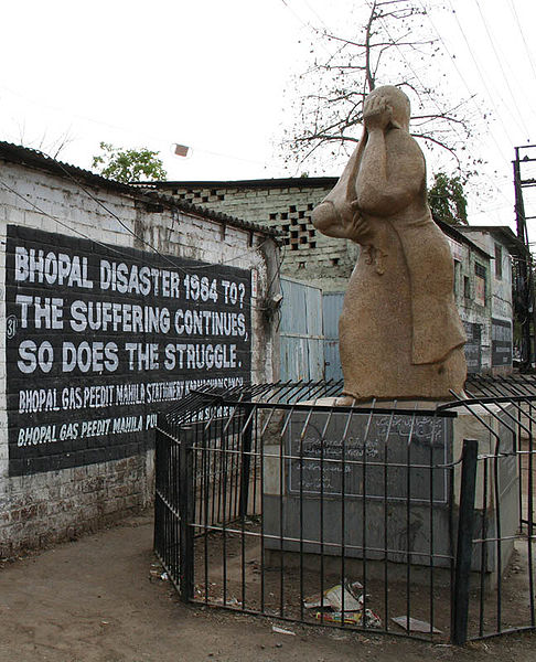 File:Bhopal-Union Carbide 1 crop memorial.jpg