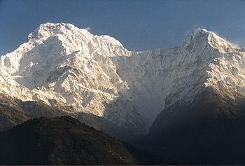English: Annapurna South (left) and Hiunchuli ...