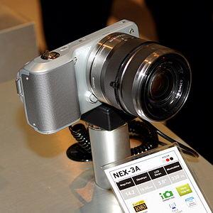 English: Sony NEX-3 digital camera.