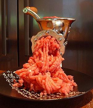English: A meat mincer. Español: Un picador de...