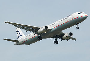 An Aegean Airlines Airbus A321-232 landing at ...