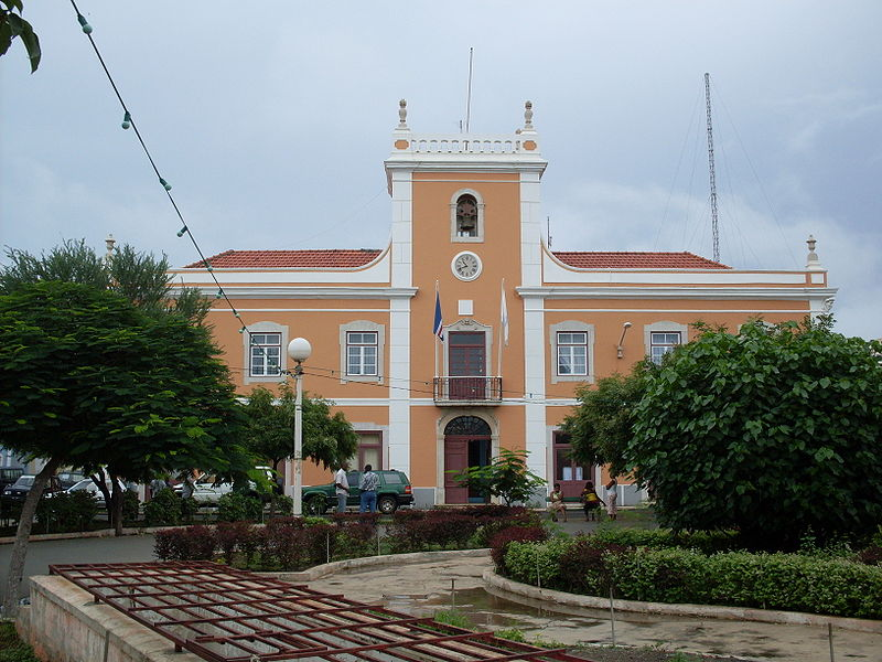 Ficheiro:City Hall, Praia, Cape Verde.jpg