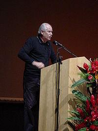 Heinz Dieterich expone sobre el socialismo del siglo XXI en el FMJE, Caracas, 2005