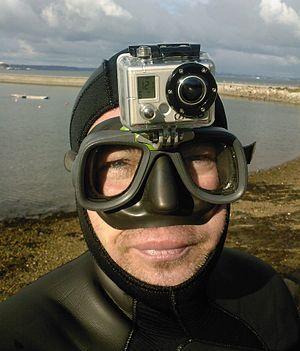 Français : Montage d'une Gopro HD sur un masqu...