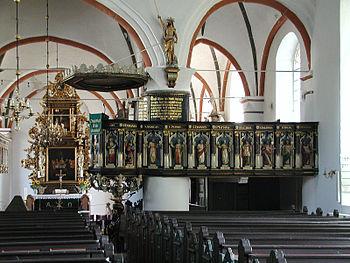 Ein Blick in den vorderten Teil der Kirche