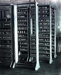 EDSAC, von Neumann mimarisini uygulayan ilk bilgisayarlardandır.