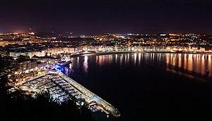 English: San Sebastian seen at night photograp...