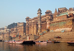 English: Varanasi, India as seen from Ganga river.