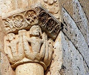 Español: Capitel del ábside de la iglesia. Mue...