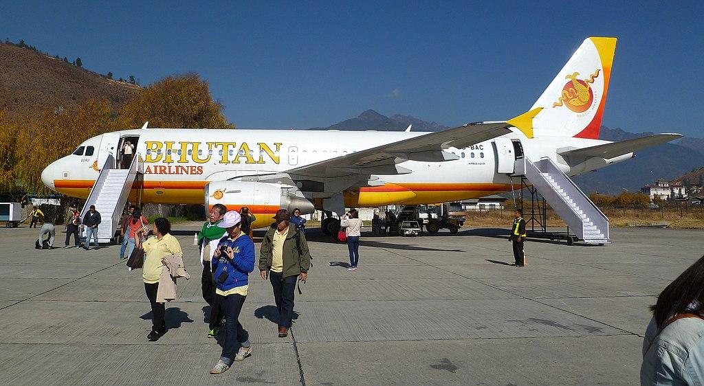 Máy bay Airbus A319 của hãng hàng không Bhutan Airlines hạ cánh tại sân bay Paro, Bhutan.