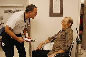 English: Livingston, TX, 9/25/05 -- A doctor t...