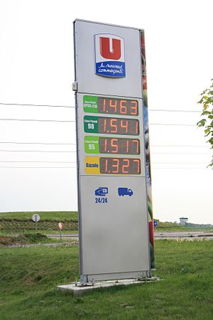 English: Gas prices in Gometz-la-Ville in Fran...