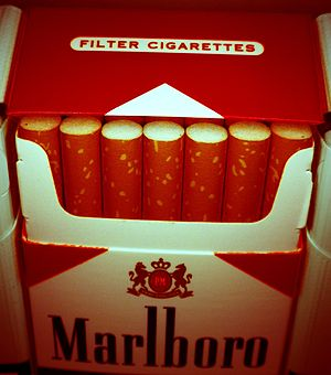 English: Marlboro cigarettes pack