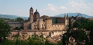 Italiano: Veduta della città di Urbino dalla c...