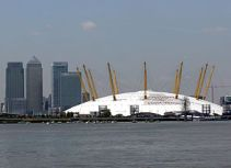The O2 in front of the skyscrapers of Canary W...