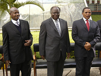 Ugandan President Yoweri Museveni, Kenyan Pres...