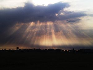 Nederlands: Zonnestralen boven Willeskop met i...
