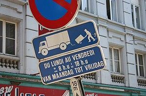 A bilingual French-Dutch traffic sign in Brussels