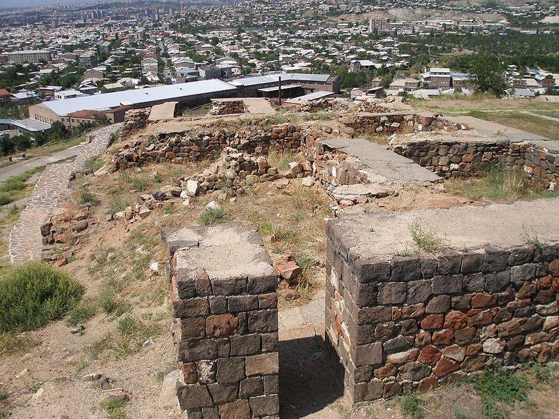 File:Erebuni Walls Yerevan.JPG