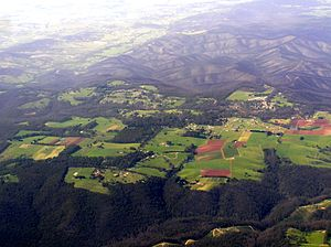English: Aerial view of Kinglake from north