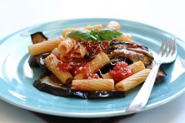 File:Pasta alla Norma (2563876877).jpg