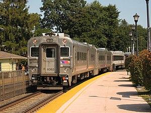 Bergen County Line train #1253 leaves the Glen...
