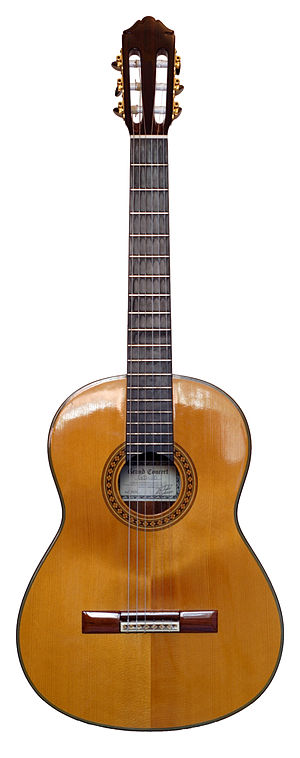 English: A classical guitar (front view) Franç...