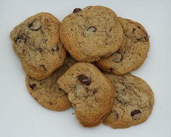 English: Half a dozen home-made cookies. Ingre...