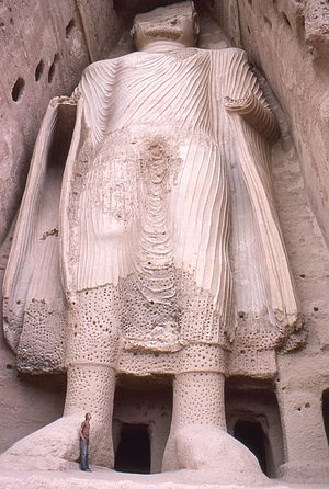 English: Smaller Bamyan Buddha from base, Afgh...
