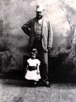 Lanckorońska as a child, with her father