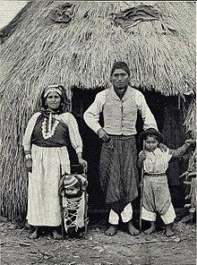 A family of Araucauians (Chile).jpg