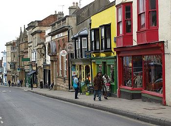 English: Glastonbury: High Street shops