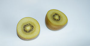 Sliced golden kiwifruit.