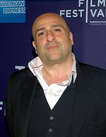 English: Omid Djalili at the 2010 Tribeca Film...