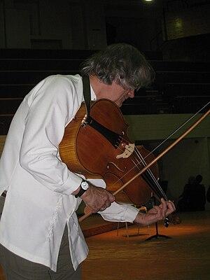 Nederlands: Sigiswald Kuijken met een viola da...