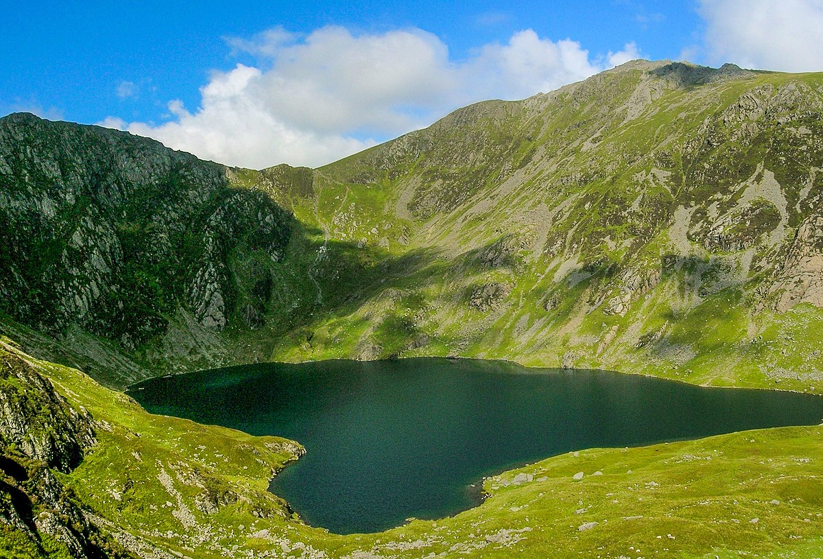 The idea was to arrive around 6pm, park the car and then head up to llyn cau (lake cau) and set up the tent for a night of wild camping and then set off. Cadair Idris Wikipedia